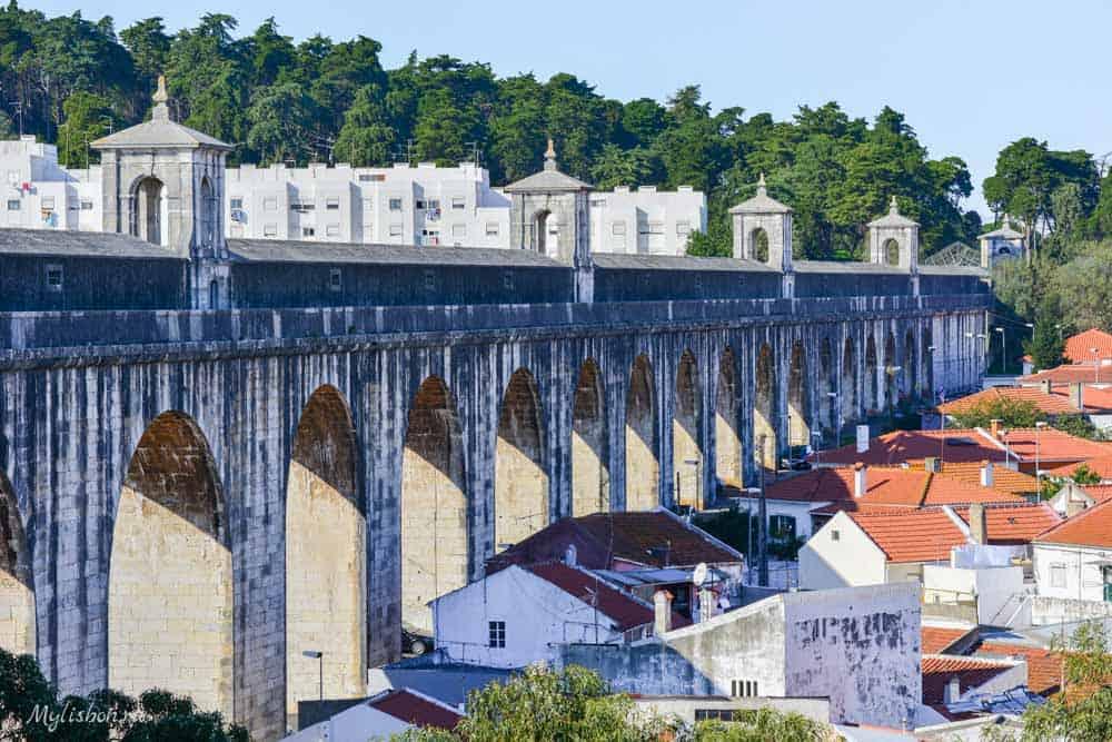 Акведук в Лиссабоне — Агуаш Ливреш