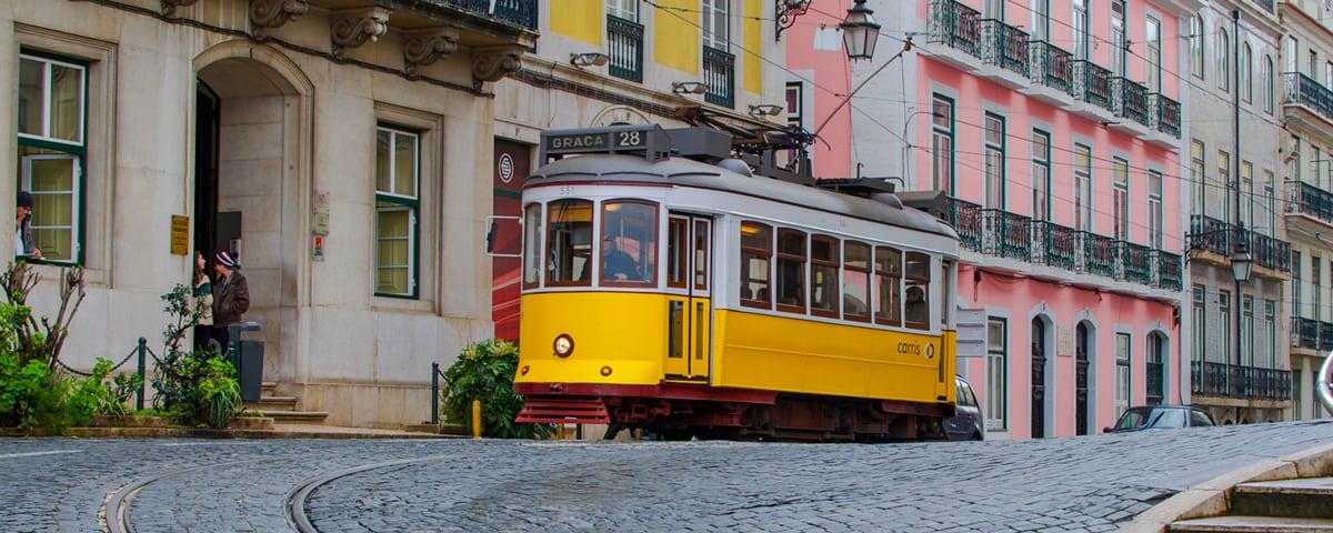 Знаменитый 28 трамвай в Лиссабоне