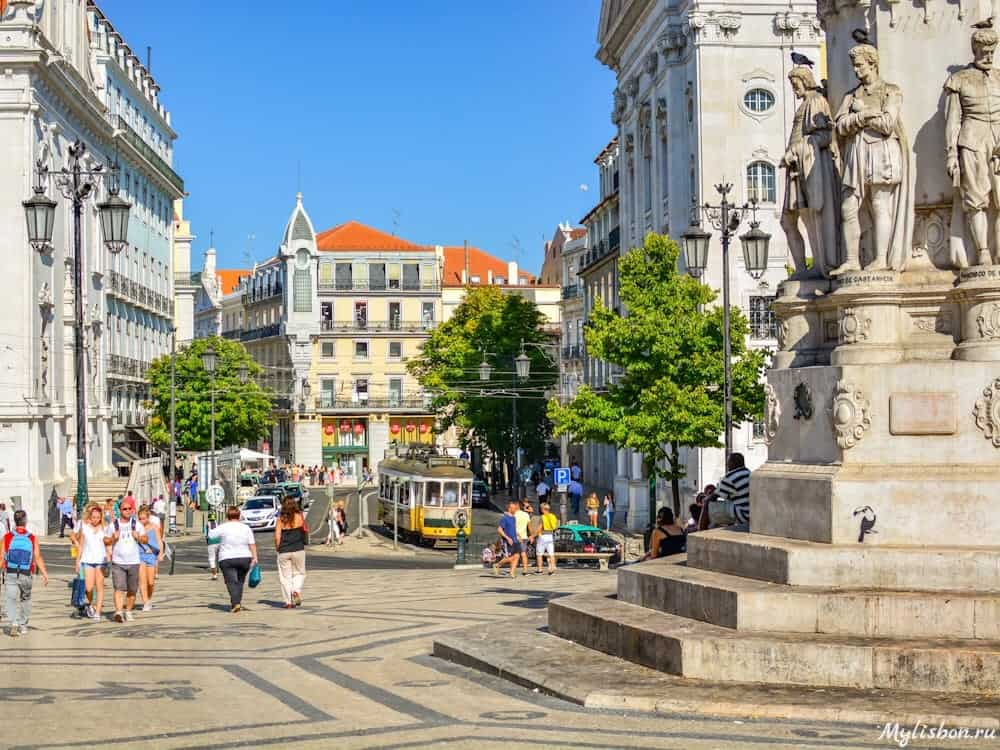 Площадь Камоенса в Лиссабоне