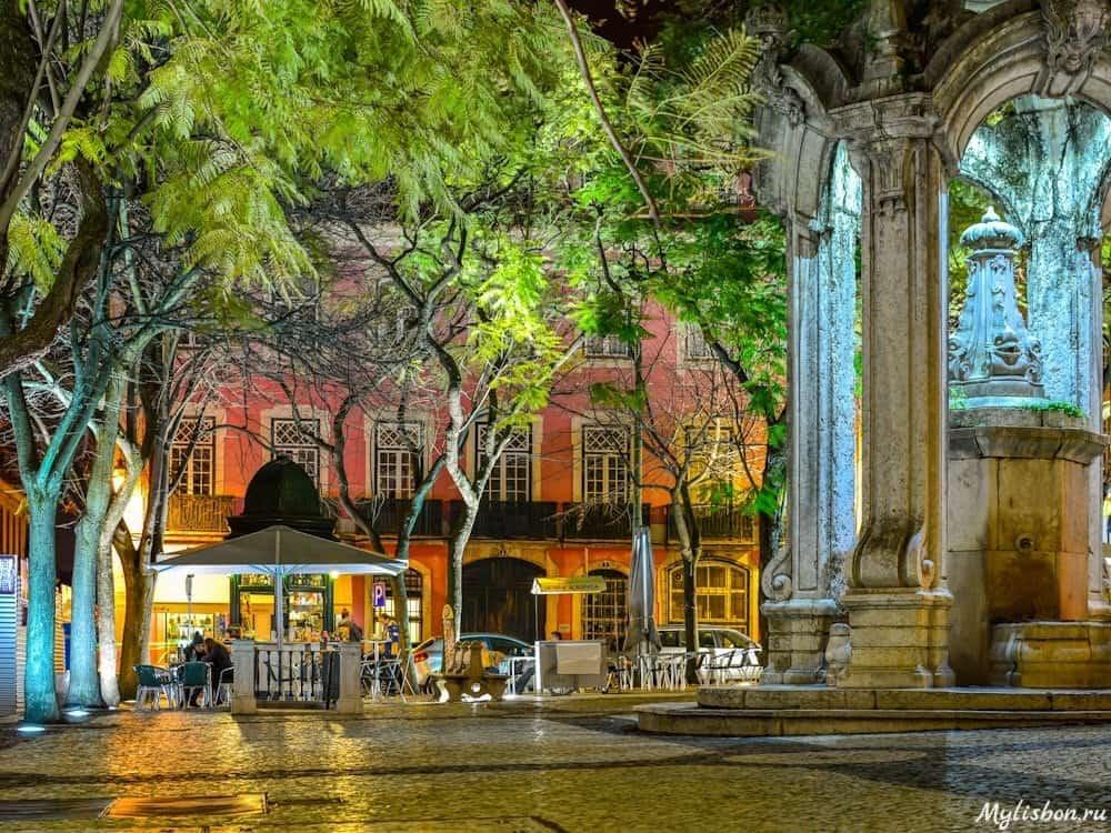 Площадь Карму в Лиссабоне