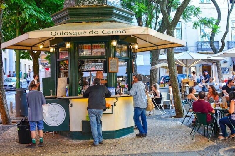 5. Quiosque do Carmo — на площади Карму.